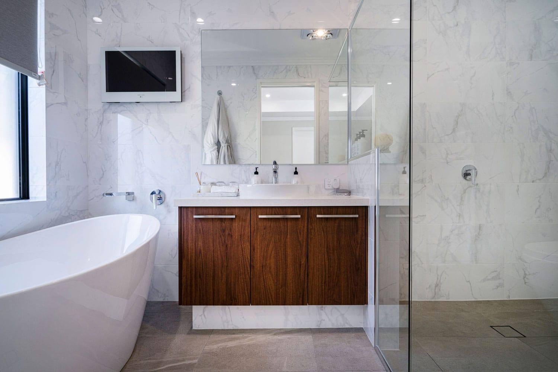 custom bathroom with full length tiling
